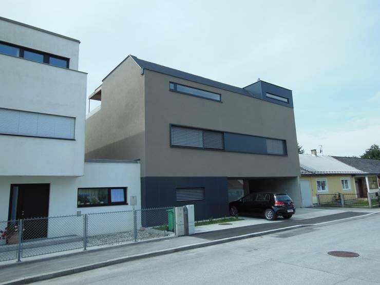 Ansicht Nord: moderne Häuser von Hergan Architektur