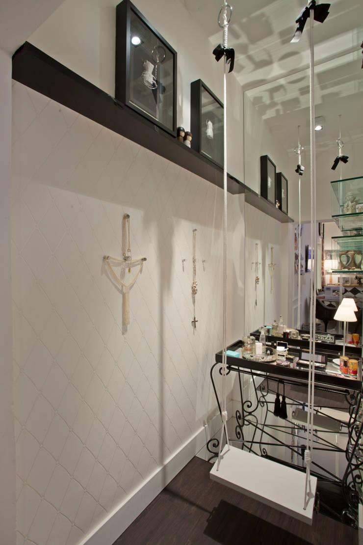 Suíte da estudante de moda: Quartos  por Kátia el badouy Arquitetura & Interiores,Eclético