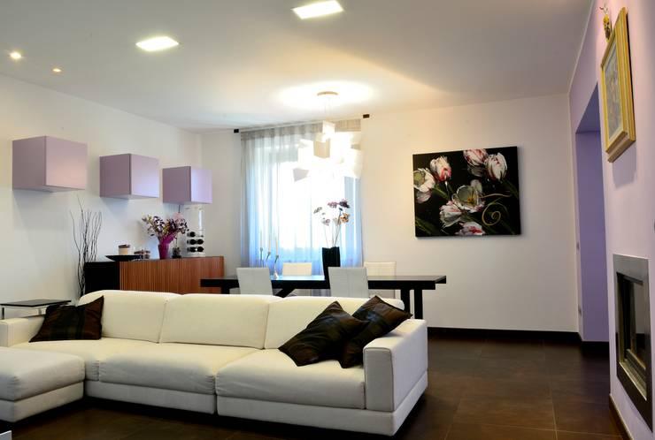 house e_f: Soggiorno in stile  di Federico Pisani Architetto