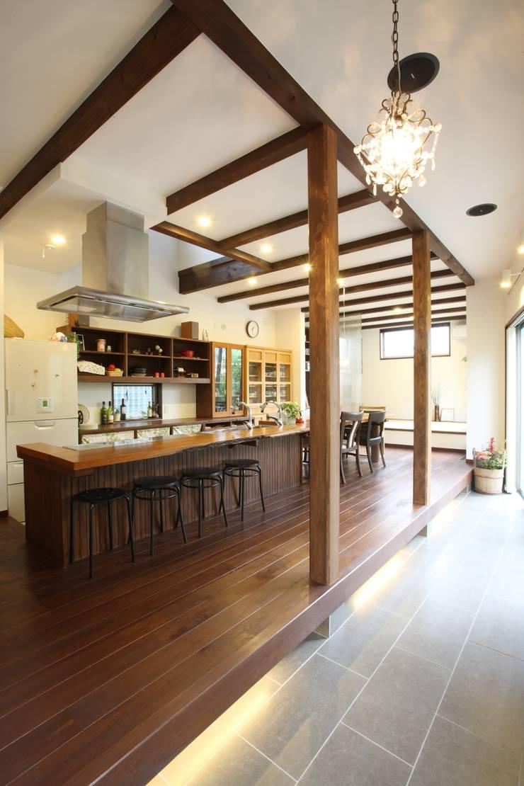 茨木の家: 株式会社 atelier waonが手掛けたダイニングです。,