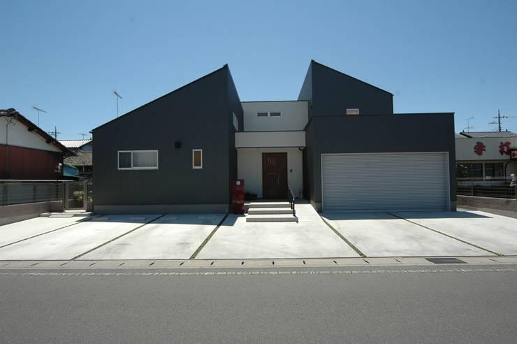 外観: 合同会社 栗原弘建築設計事務所が手掛けた家です。