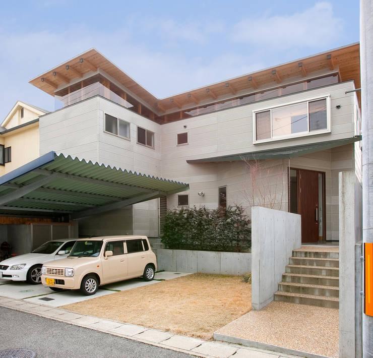 香芝の家: 株式会社 atelier waonが手掛けた家です。