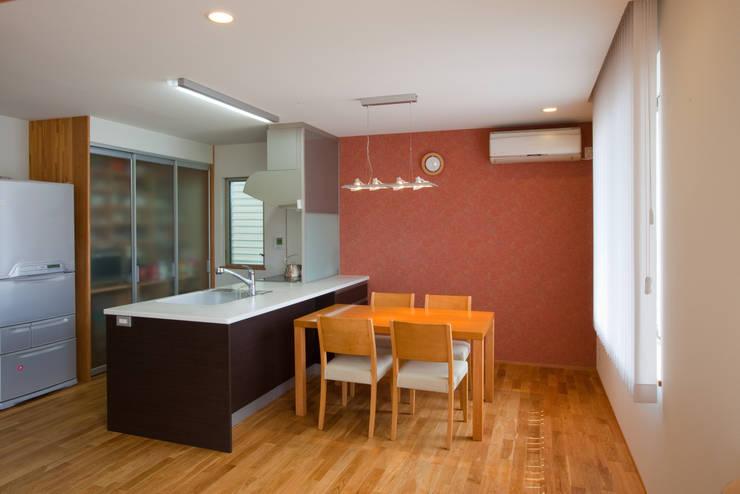 香芝の家: 株式会社 atelier waonが手掛けたキッチンです。