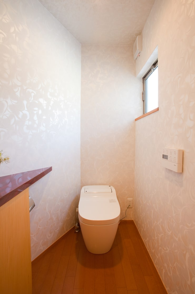 香芝の家: 株式会社 atelier waonが手掛けた浴室です。