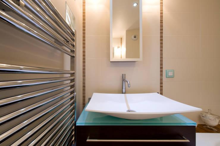 SALLE DE BAIN: Salle de bain de style de style Asiatique par LA CUISINE DANS LE BAIN SK CONCEPT