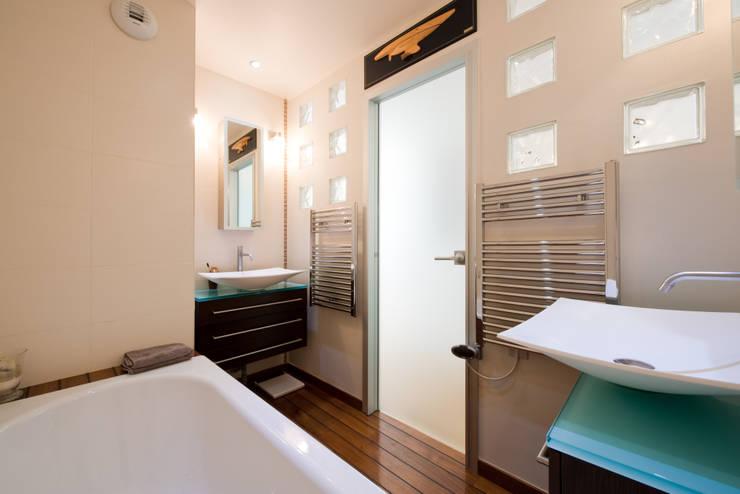 SALLE DE BAINS  FENG SHUI : Salle de bain de style de style Asiatique par LA CUISINE DANS LE BAIN SK CONCEPT
