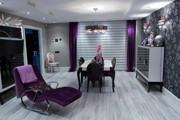Salon: Salones de estilo  de construcciones y reformas Viguera