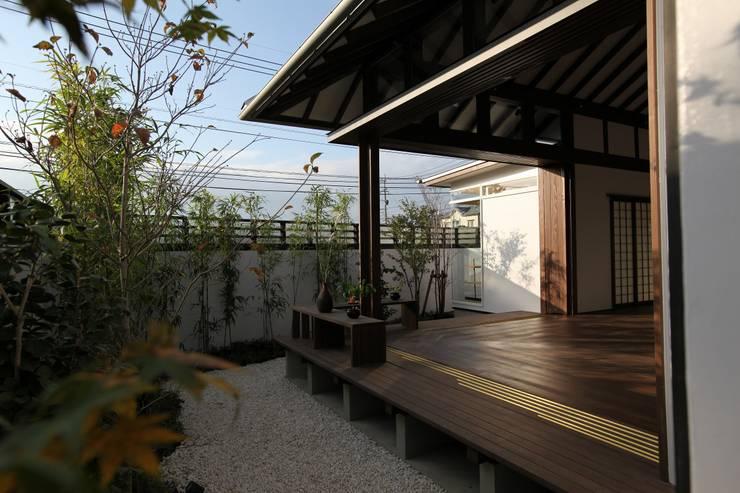 庭より縁側を望む。: フィールド建築設計舎が手掛けた家です。