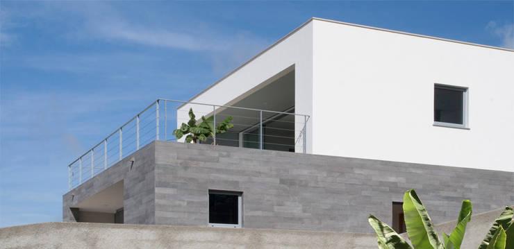 widescreen house: Casas  por Mayer & Selders Arquitectura