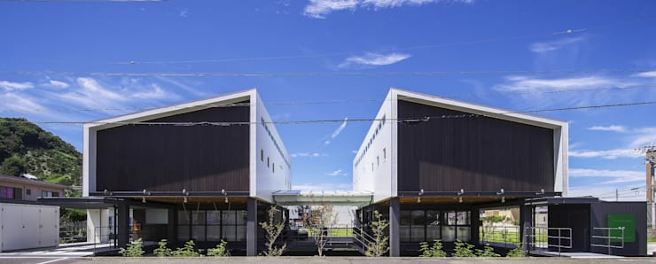 外観(東側道路より): フィールド建築設計舎が手掛けた家です。