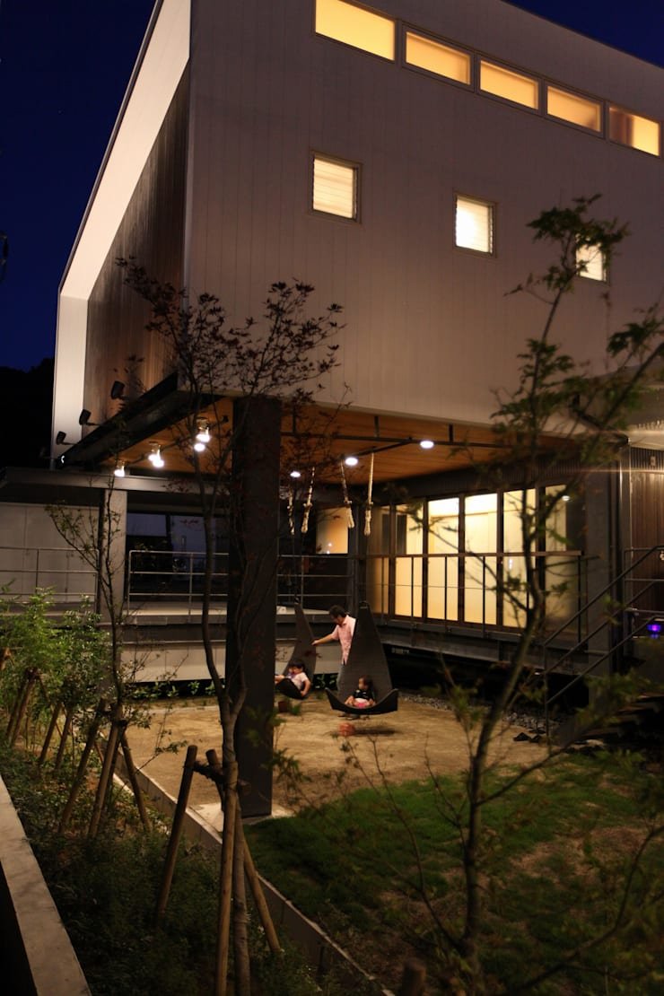 外観(夜景): フィールド建築設計舎が手掛けた家です。