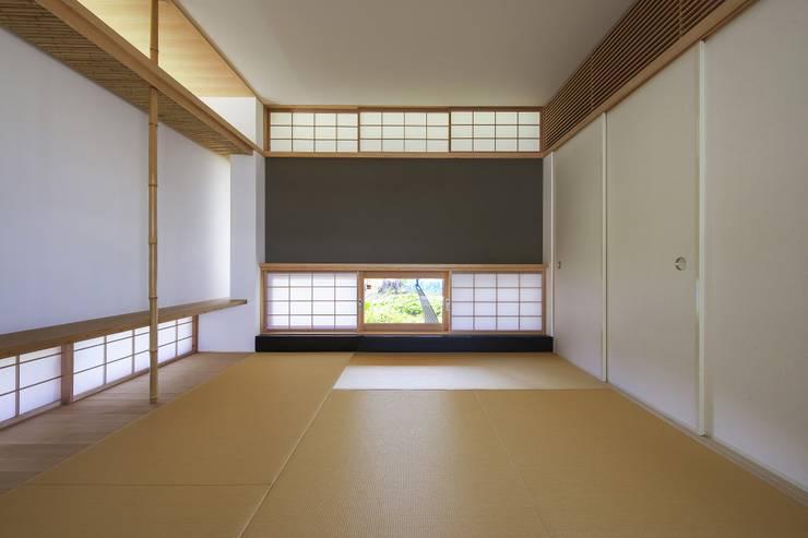 住戸棟 和室: フィールド建築設計舎が手掛けた和室です。