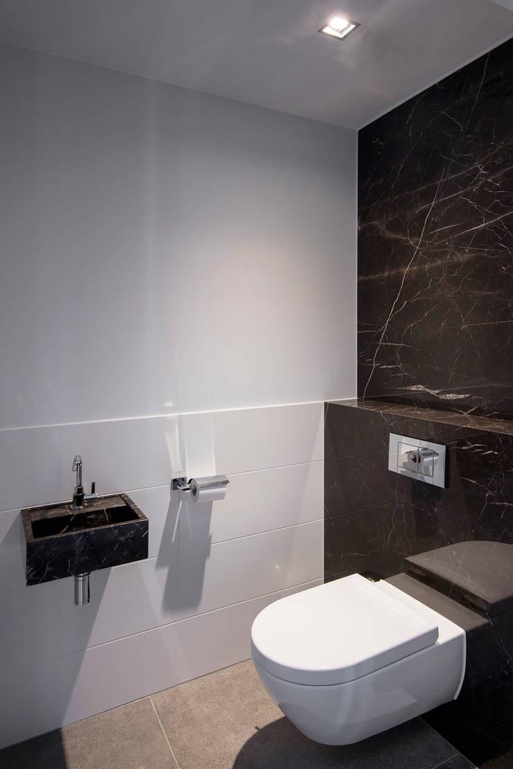Toilet :  Badkamer door Medie Interieurarchitectuur