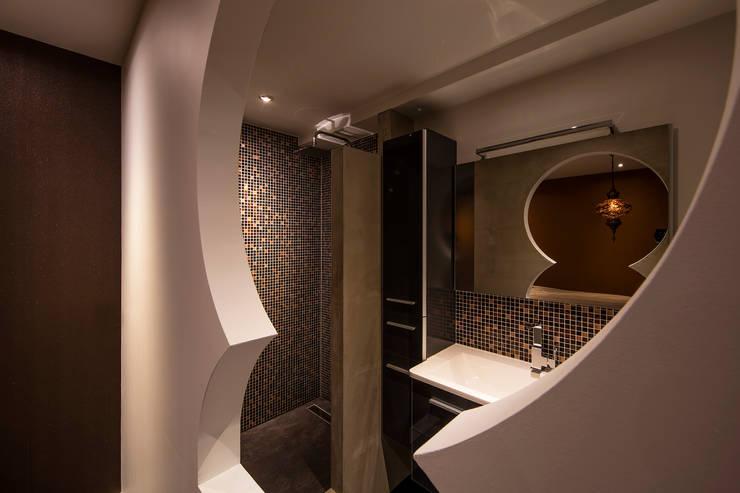 Oriental Guestroom:  Slaapkamer door Medie Interieurarchitectuur