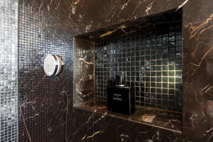 Douche nis: moderne Badkamer door Medie Interieurarchitectuur