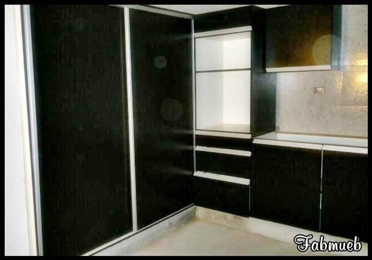 Muebles de cocina: Cocinas de estilo  por fabmueb amoblamientos