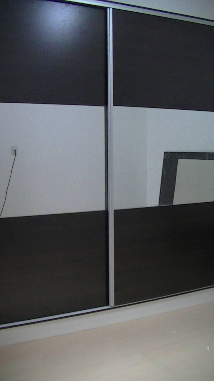 placares, vestidores, frentes de placard: Dormitorios de estilo  por fabmueb amoblamientos,