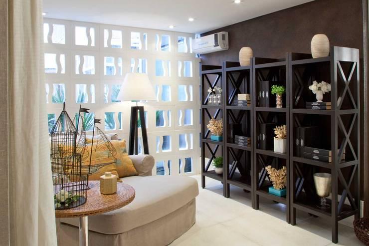 Salas de estilo  por Bianka Mugnatto Design de Interiores