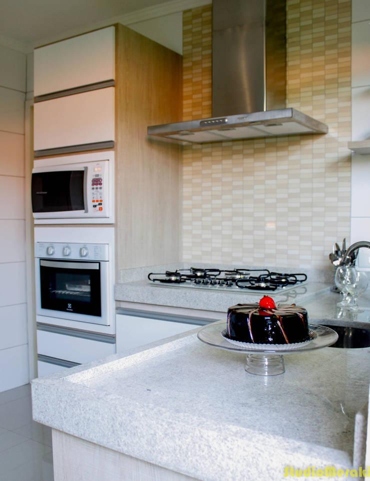 Residência Santo André: Cozinhas  por Studio Meraki Arquitetura e Design