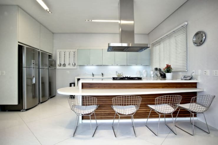 eclectic Kitchen by Bianka Mugnatto Design de Interiores