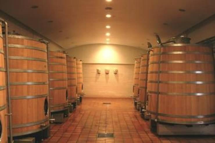 après travaux: Cave à vin de style de style eclectique par SAS ACCTIF DESIGN