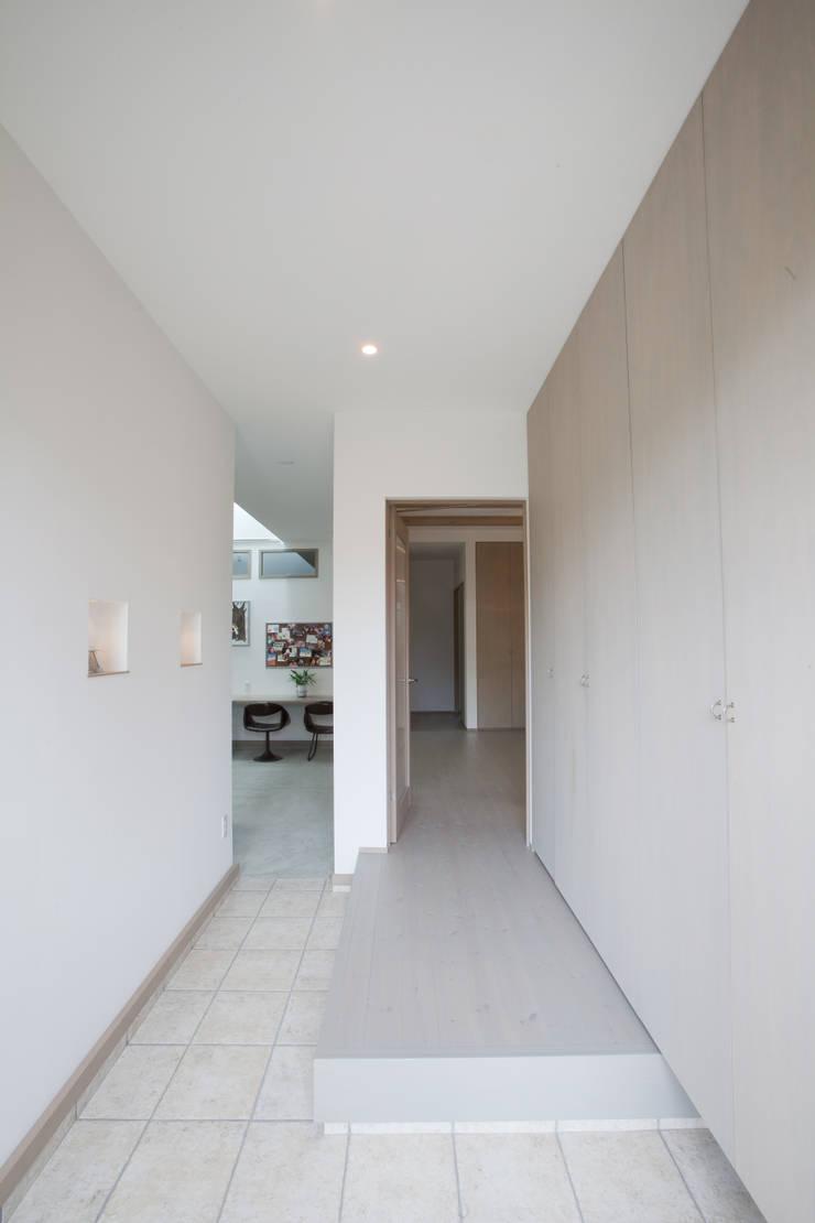 北小松の家: 株式会社 atelier waonが手掛けた廊下 & 玄関です。,モダン