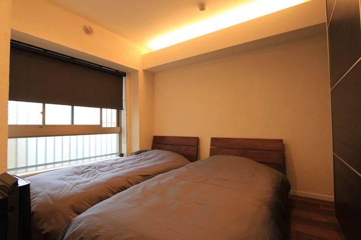 贅沢な大人の箱 I's home: 有限会社横田満康建築研究所が手掛けた寝室です。