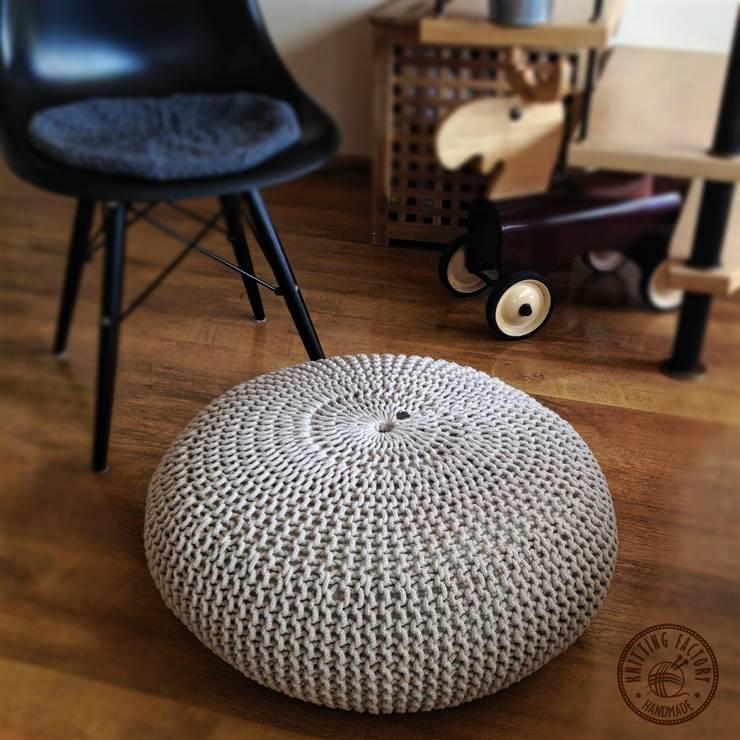 """Poduchy, siedziska , pufy """"  Lotos"""": styl , w kategorii Pokój dziecięcy zaprojektowany przez KNITTING FACTORY"""
