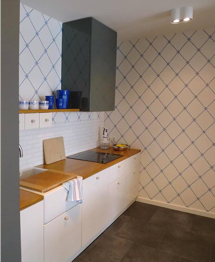 mieszkanie retro : styl , w kategorii Kuchnia zaprojektowany przez Archomega,Nowoczesny