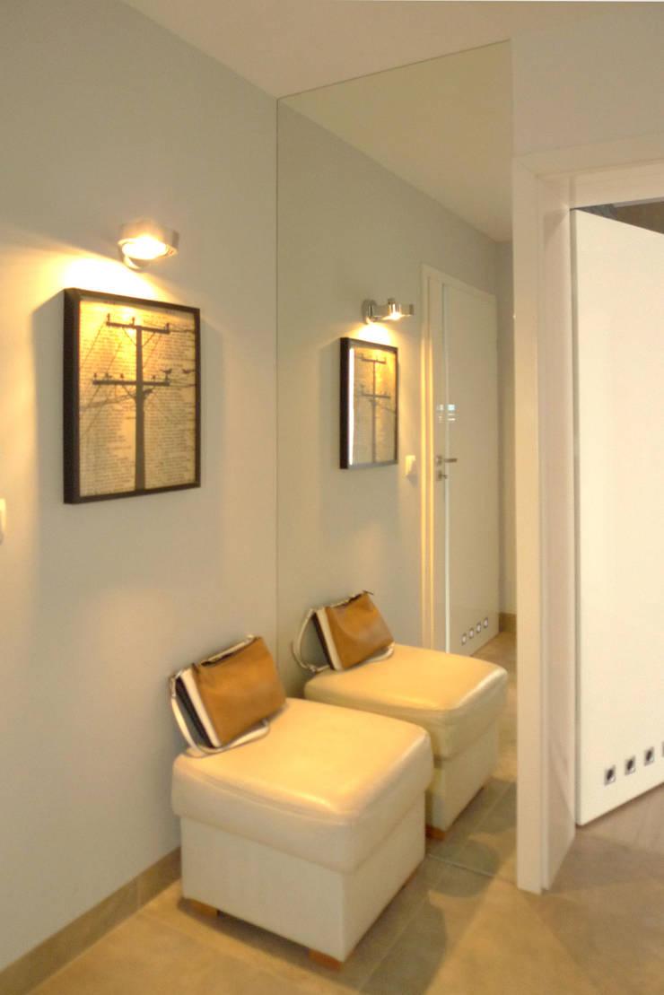 salon i kominek : styl , w kategorii Korytarz, przedpokój zaprojektowany przez Archomega