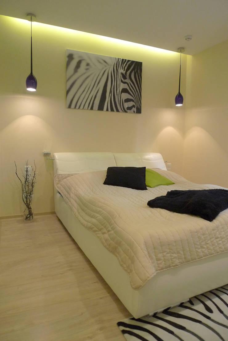 sypialnia z łazienką : styl , w kategorii Sypialnia zaprojektowany przez Archomega