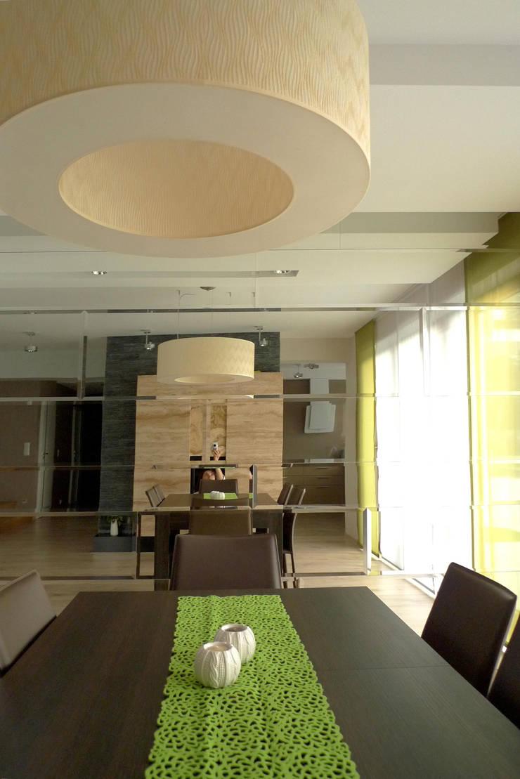 salon i kominek : styl , w kategorii Salon zaprojektowany przez Archomega