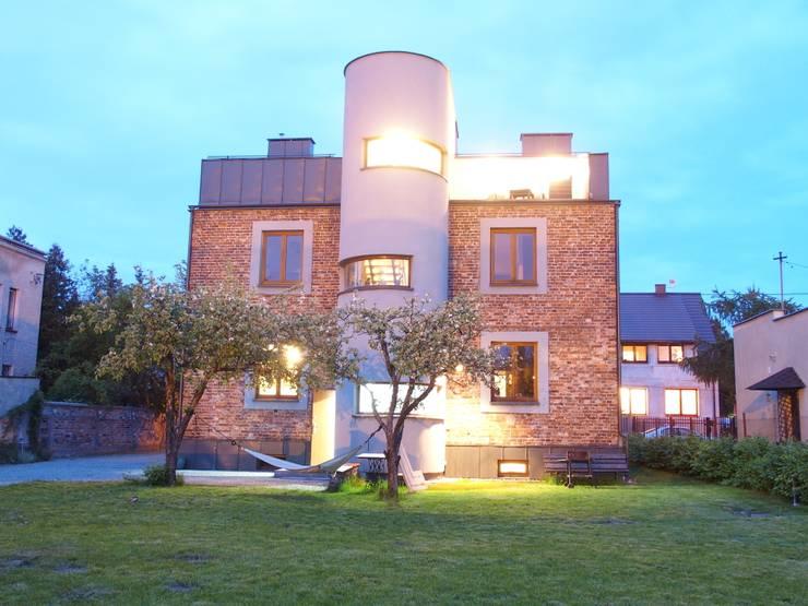 Przebudowa Domu : styl , w kategorii Domy zaprojektowany przez pracownia architektoniczno-konserwatorska festgrupa