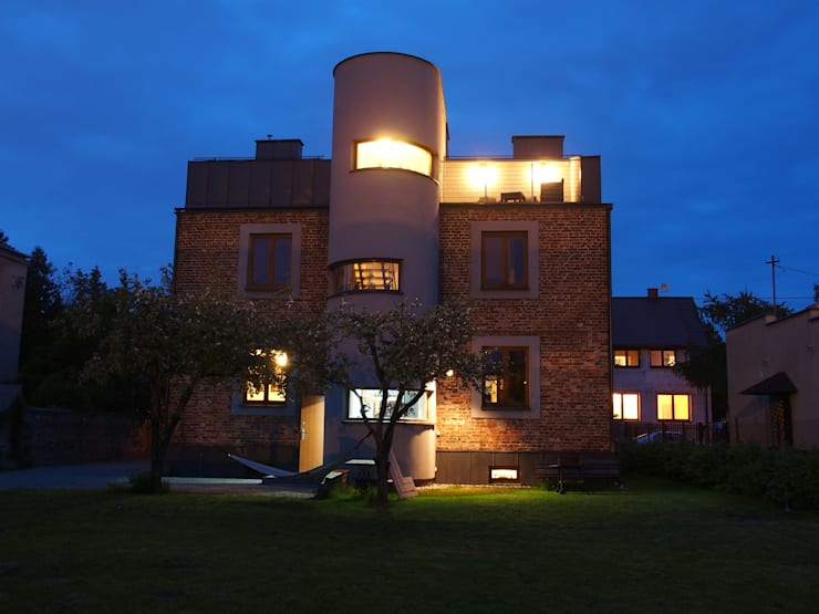 Przebudowa Domu : styl nowoczesne, w kategorii Domy zaprojektowany przez pracownia architektoniczno-konserwatorska festgrupa
