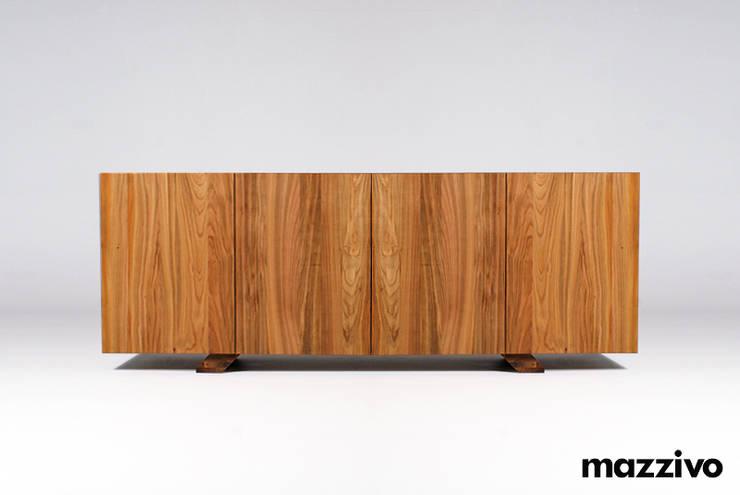 MAZZIVO commode 1.2 - solid cherry wood: styl , w kategorii  zaprojektowany przez mazzivo konzept + gestaltung przemysław mitręga,Nowoczesny Drewno O efekcie drewna