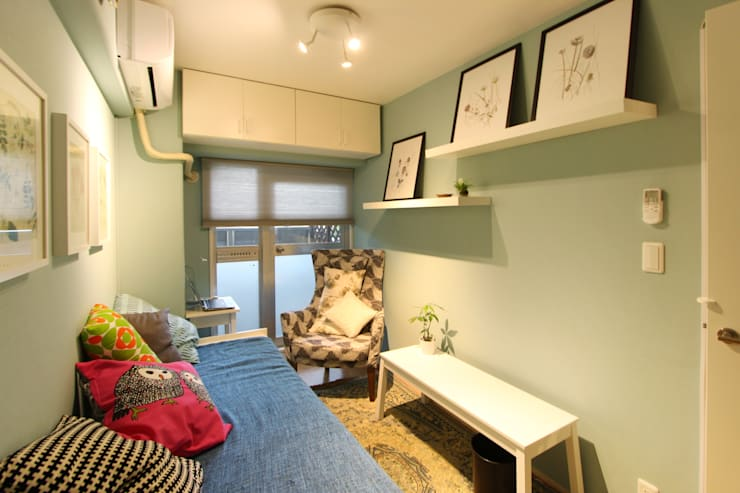 お洒落な大人の空間: 有限会社横田満康建築研究所が手掛けたアートです。,