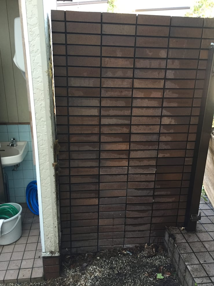 施工前のタイルだけの門柱: 株式会社 髙橋造園土木  Takahashi Landscape Construction.Co.,Ltdが手掛けたです。