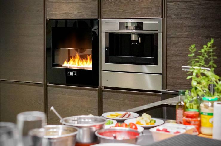 Chili Fire, Good Mood Showroom- Warsaw: styl , w kategorii Kuchnia zaprojektowany przez Planika Fires