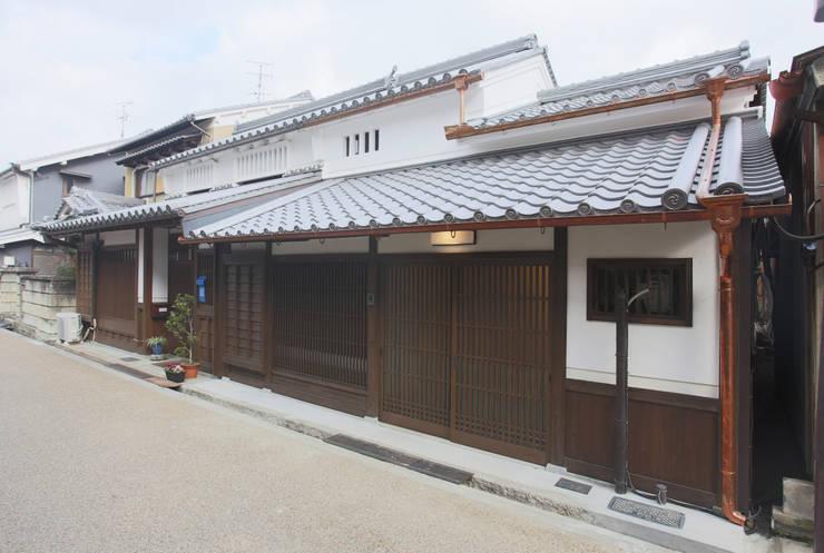 主屋:外観(全景): 一級建築士事務所ささりな計画工房が手掛けた家です。