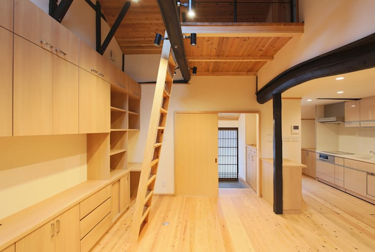 主屋:リビング・ダイニング: 一級建築士事務所ささりな計画工房が手掛けたリビングです。