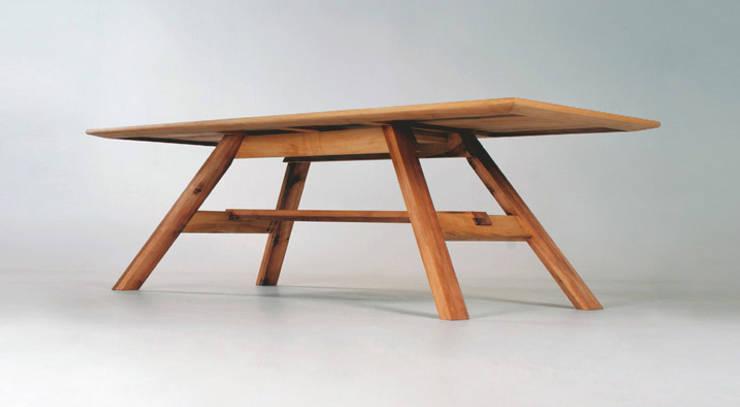 MAZZIVO table 32.1 - solid alder wood: styl , w kategorii  zaprojektowany przez mazzivo konzept + gestaltung przemysław mitręga,Nowoczesny Drewno O efekcie drewna