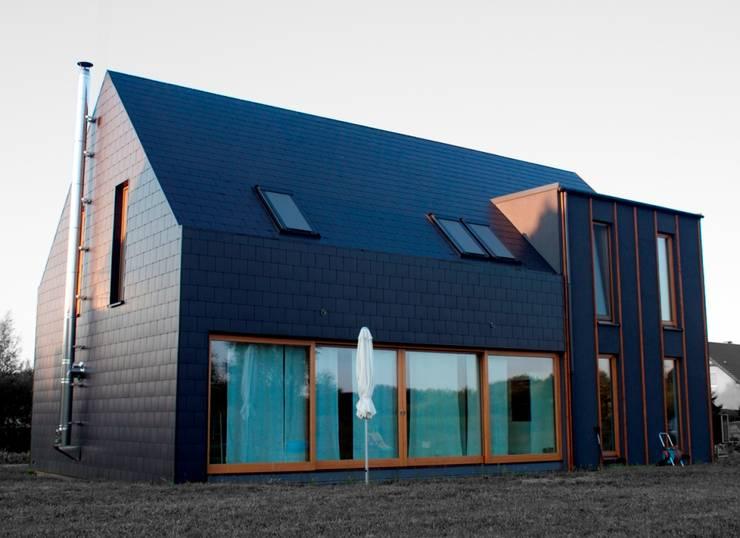 Projekty domów - House 27.1: styl , w kategorii Domy zaprojektowany przez Majchrzak Pracownia Projektowa,