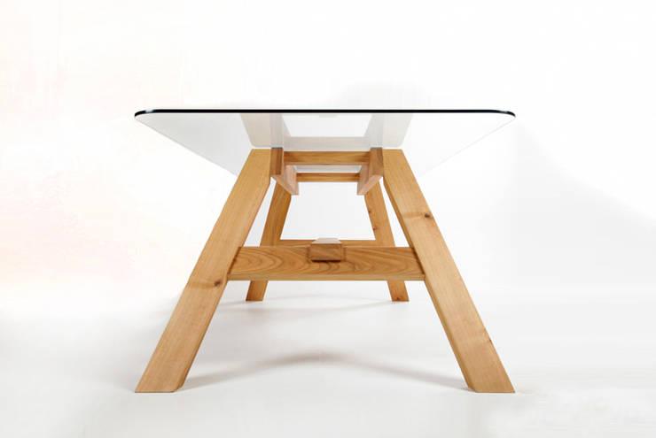 MAZZIVO table 33.1 - solid alder wood: styl , w kategorii  zaprojektowany przez mazzivo konzept + gestaltung przemysław mitręga,Nowoczesny Drewno O efekcie drewna