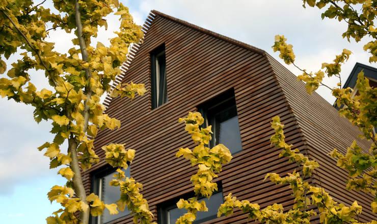 dakopbouw op bestaand bijgebouw:  Slaapkamer door Raymond Horstman Architecten BNA