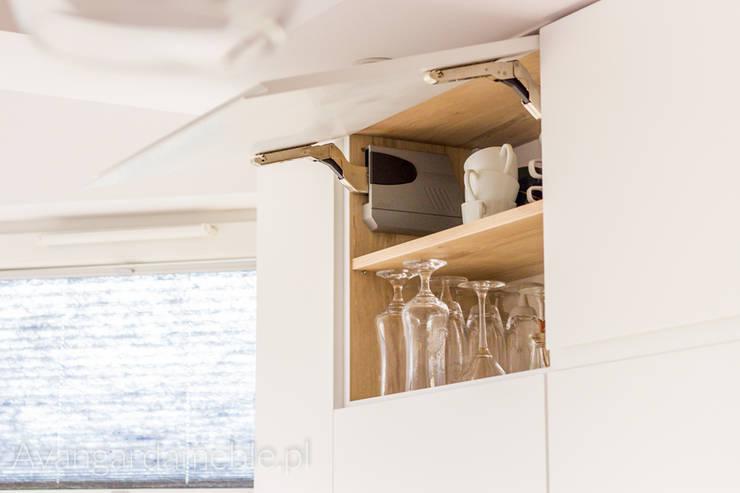 Górne szafki na podnośnikach: styl , w kategorii Kuchnia zaprojektowany przez Sebastian Germak - Avangarda Meble,