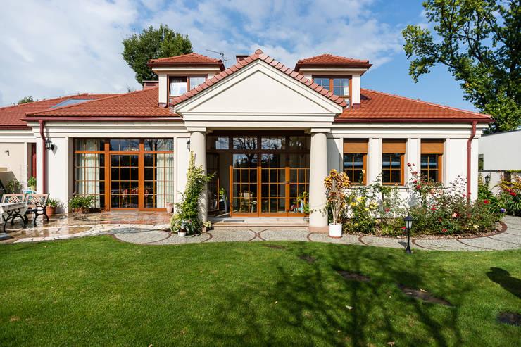 Casas de estilo clásico por Gzowska&Ossowska Pracownie Architektury Wnętrz