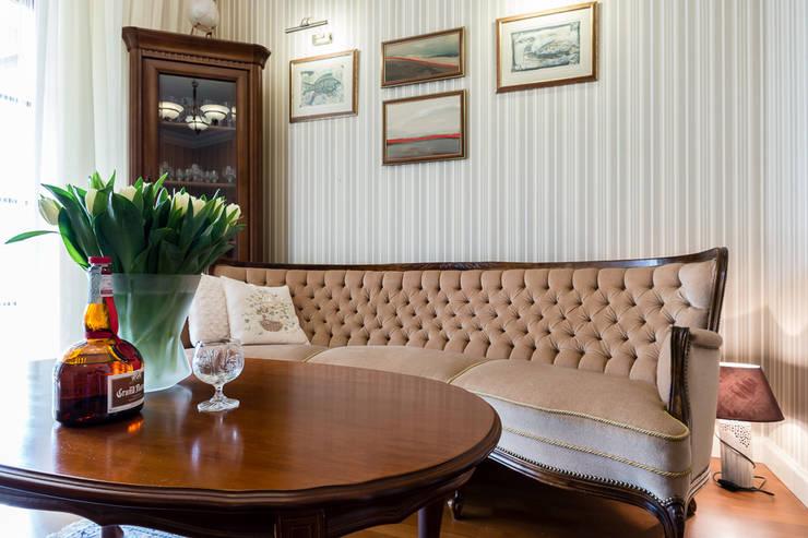 Dom w Bielicach: styl , w kategorii Domowe biuro i gabinet zaprojektowany przez Gzowska&Ossowska Pracownie Architektury Wnętrz,Klasyczny