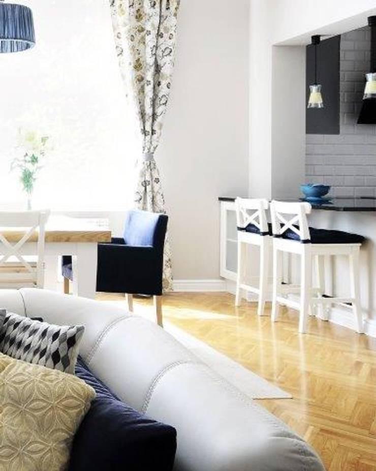 Dom w stylu amerykańskim - jadalnia: styl , w kategorii Kuchnia zaprojektowany przez IDeALS | interior design and living store