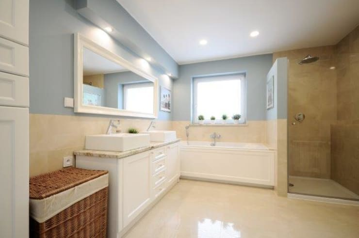 Bathroom by IDeALS | interior design and living store