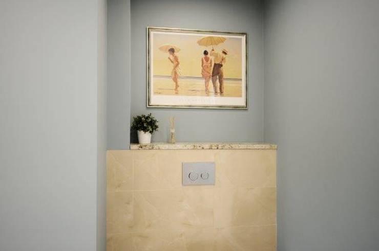 Dom w stylu amerykańskim - łazienka: styl , w kategorii Łazienka zaprojektowany przez IDeALS   interior design and living store